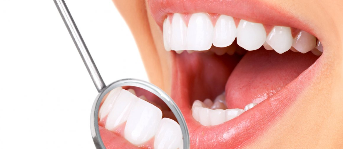 Чистка зубов пастой в стоматологии