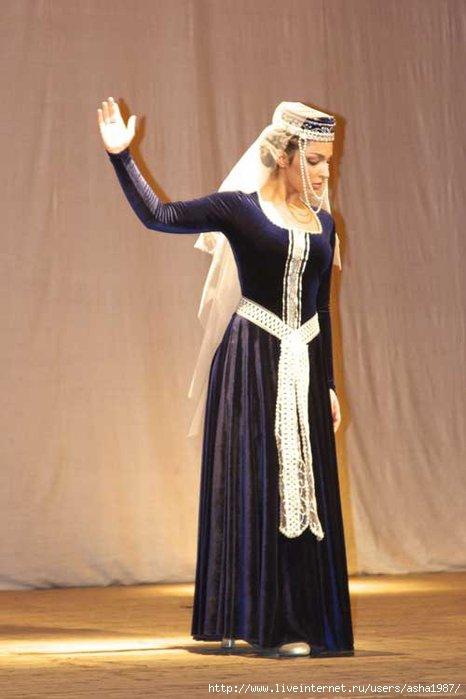 Женский национальный армянский костюм