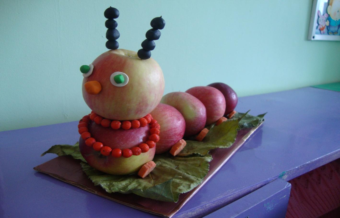 Картинка гусеница из яблок