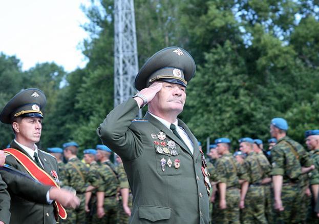 больше парфюмерном служу российской федерации воинское привествие составили список мужских