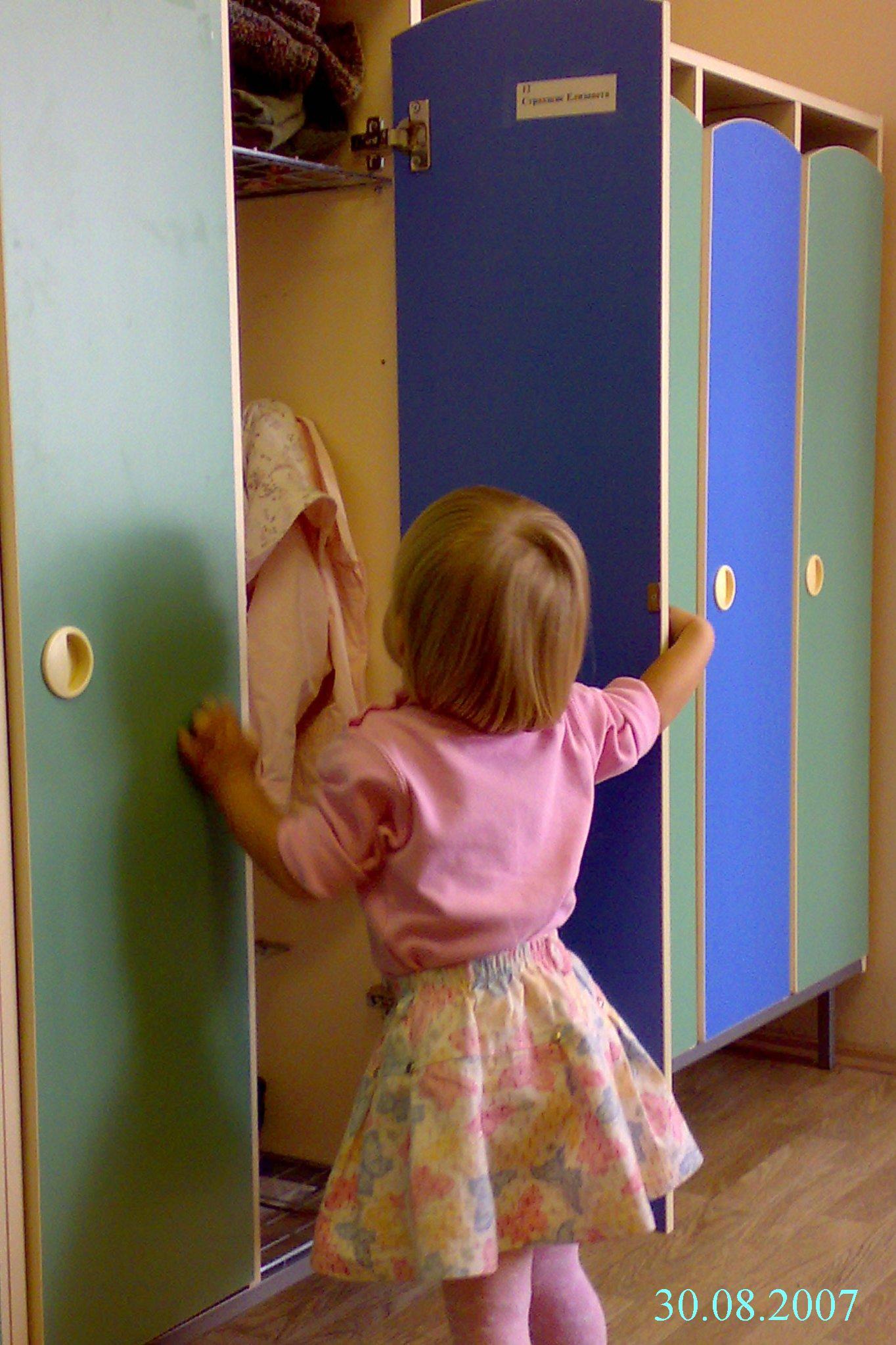 Картинки малыш и шкаф