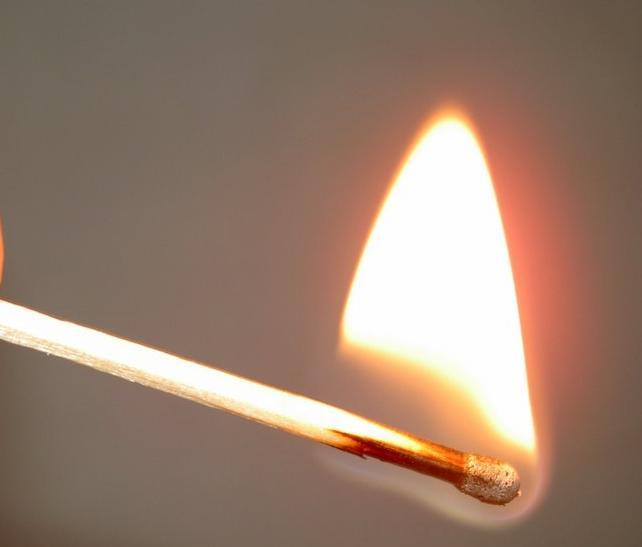 Сколько градусов в искре зажигалки