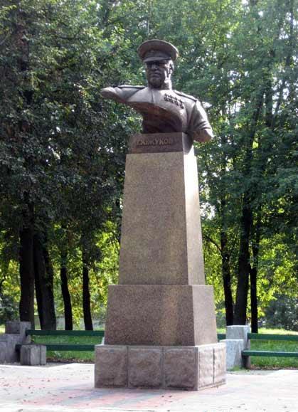 Прямоугольный вертикальный памятник Ельня Лампадка из габбро-диабаза Костерево