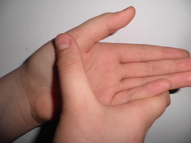 Почему болят кончики пальцев на руках
