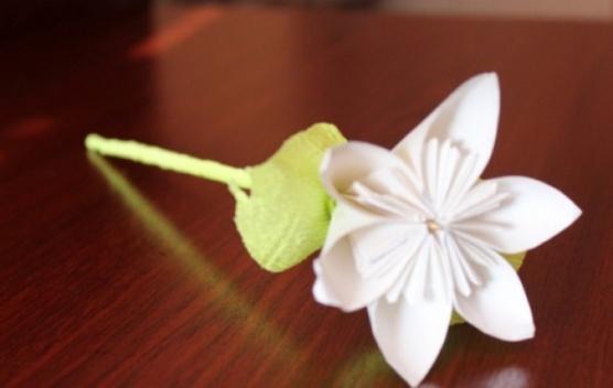 белые цветы из бумаги как делать видео
