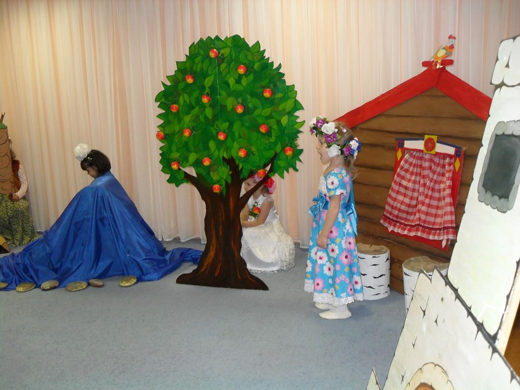 дерево для декорации в детский сад