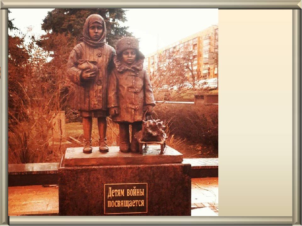 Памятник партизану Вите Коробкову в Феодосии.