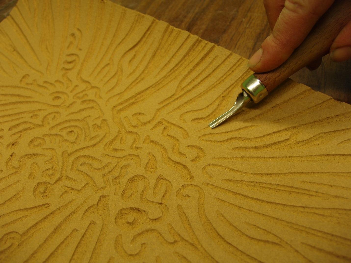 рисунки печатей вырезанные на твердых предметах нинидзе показала